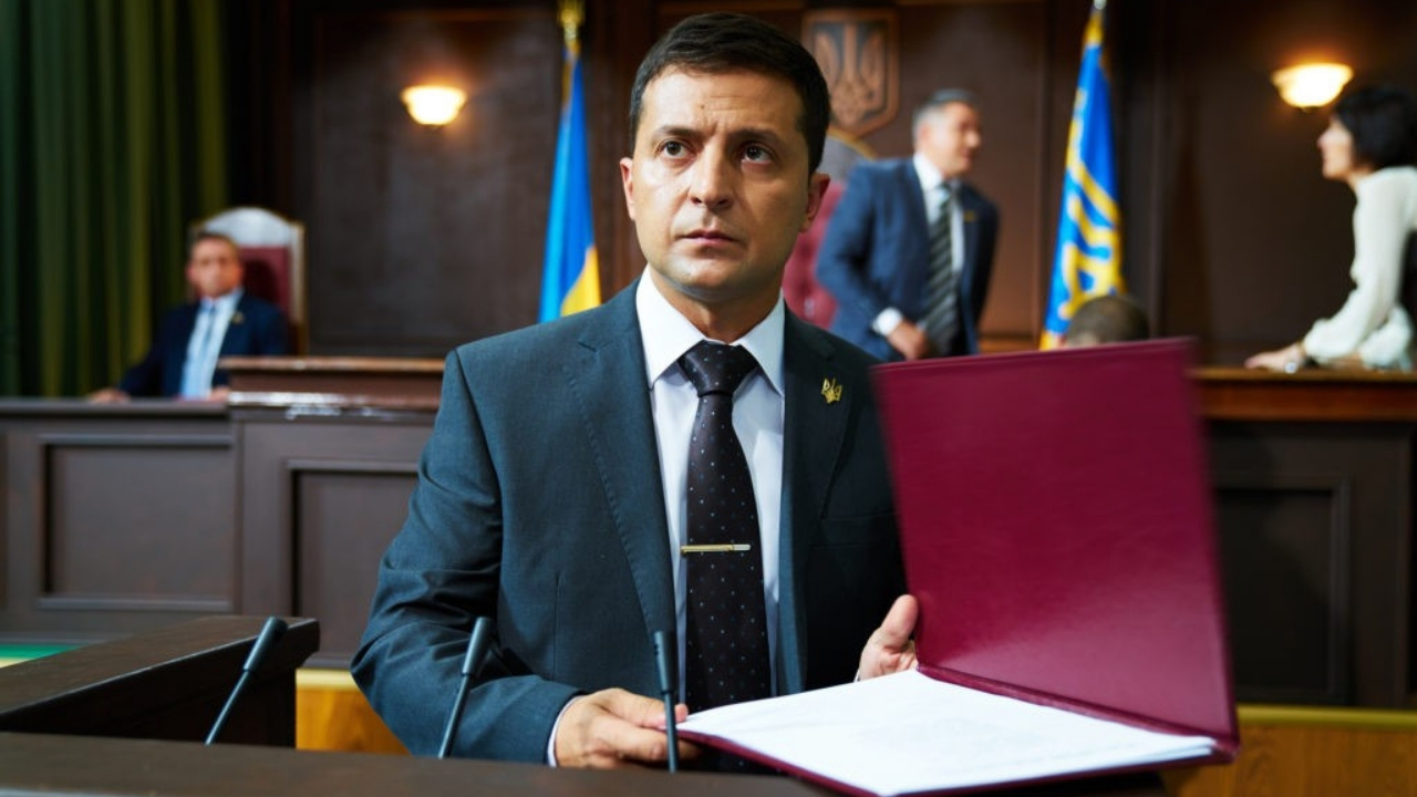 The comedian Volodymyr Zelensky wins Ukraine presidency as in the tv series