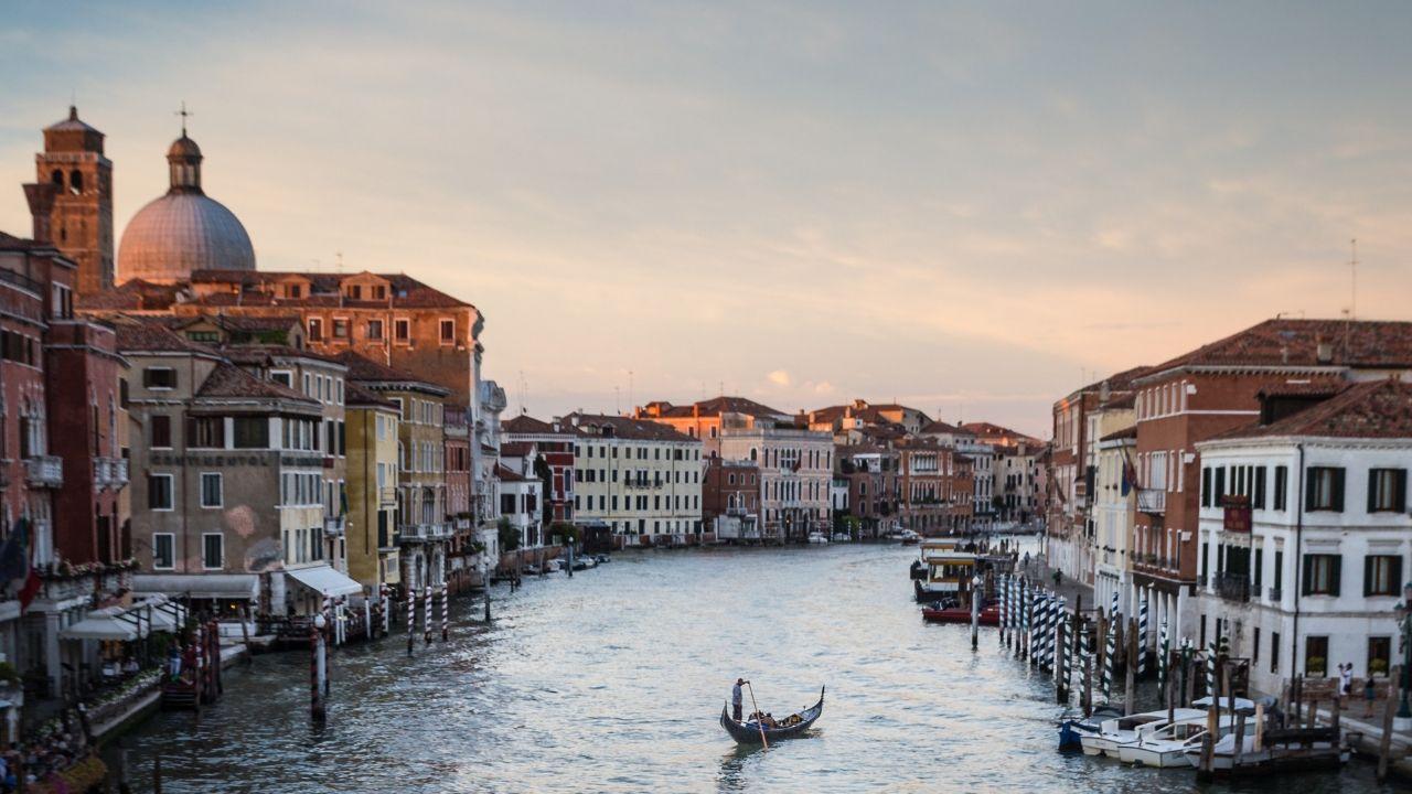 Decreto Bonisoli: i nuovi obblighi di programmazione e investimento in opere italiane